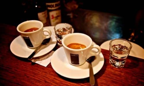 Кофе и алкоголь остаются двумя популярными напитками