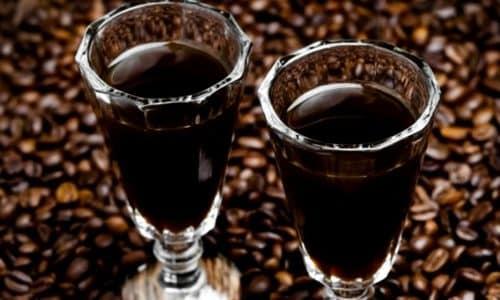 Не менее интересны людям коктейли с добавлением кока-колы и других кофеинсодержащих жидкостей