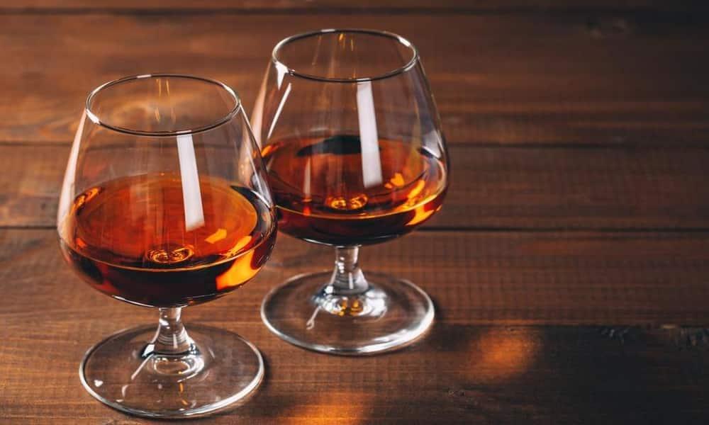 Коньяк и белое вино снижают артериальное давление