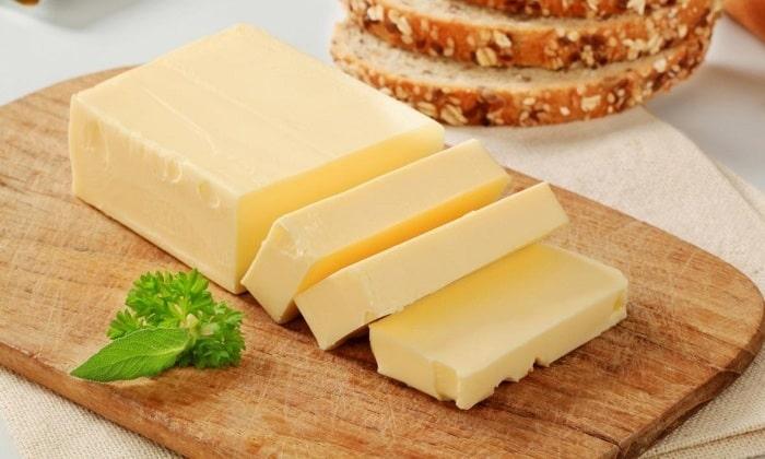 Специалисты рекомендуют принять перед застольем 1 ст. л. сливочного масла