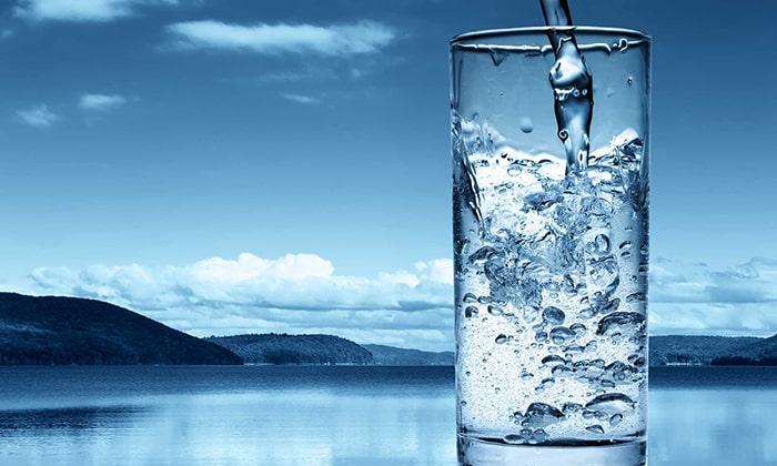 При пиелонефрите лучше пить чистую воду или травяные чаи, а от пива и других спиртных напитков нужно отказаться полностью