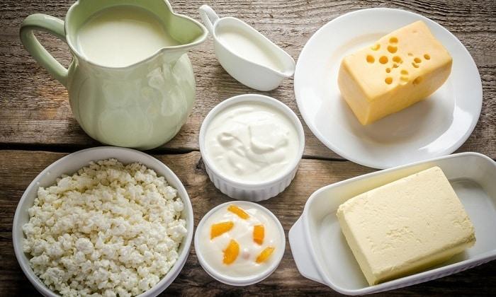 Янтарная кислота содержится в кисломолочных продуктах