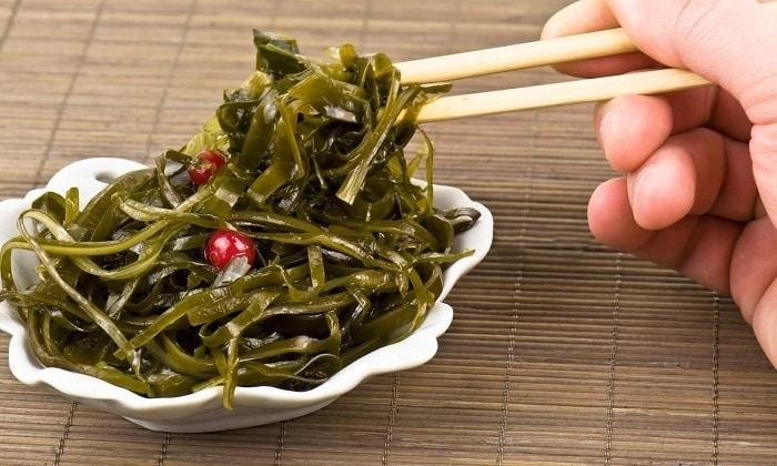 Полезна также пища, содержащая йод, - морская капуста