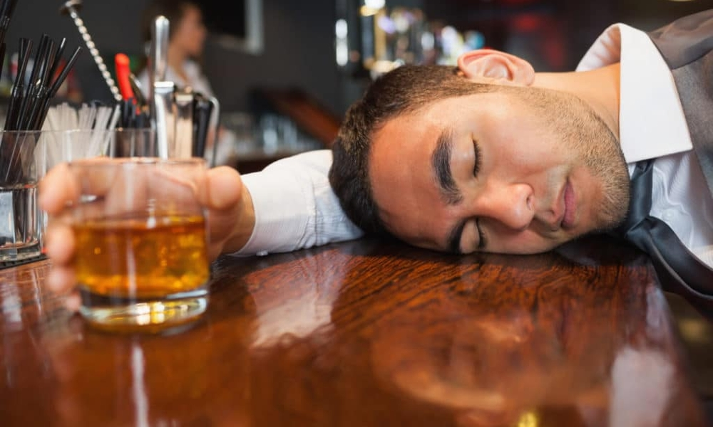 Систематический прием даже небольших доз спиртных напитков может усугубить развитие гипертонии