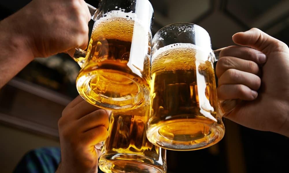 Большинство врачей единодушны во мнении, что при алкогольном отравлении нельзя пить пиво