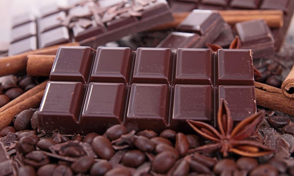 При отравлении алкоголем запрещается употреблять в пищу шоколад