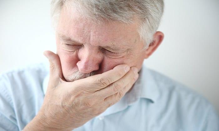 Интоксикация может быть причиной тошноты и рвотных позывов