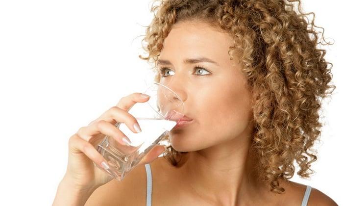 Если съесть гриб навозник и запить спиртным, то появляется жажда