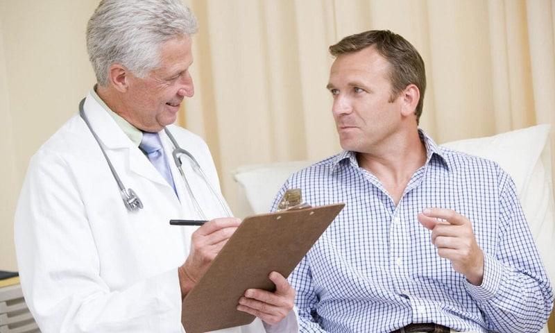 Врач-нарколог определяет стаж алкоголизации, темп развития болезни, форму употребления