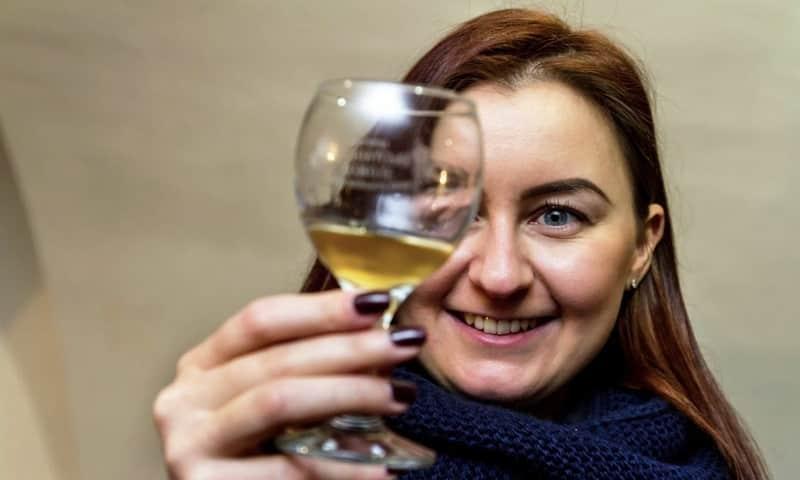 В ограниченном объеме алкоголь не приносит вреда и даже полезен