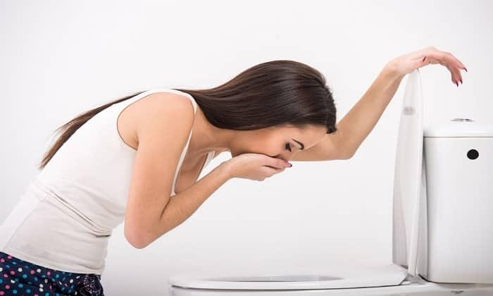 Побочное действие препарата может проявляться через тошноту