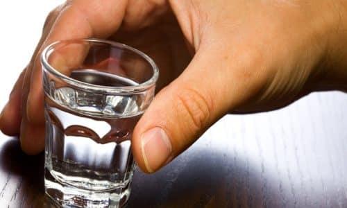 При совместном приеме со спиртными напитками никаких побочных реакций не наблюдается