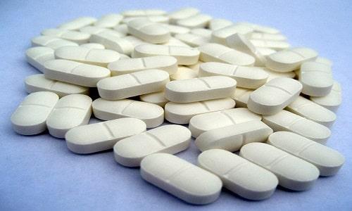 Лекарство выпускается в форме двояковыпуклых белых таблеток