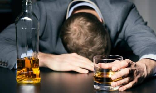 Препарат обладает антиалкогольным эффектом за счет избирательного блокирования метаболизма этилового спирта.