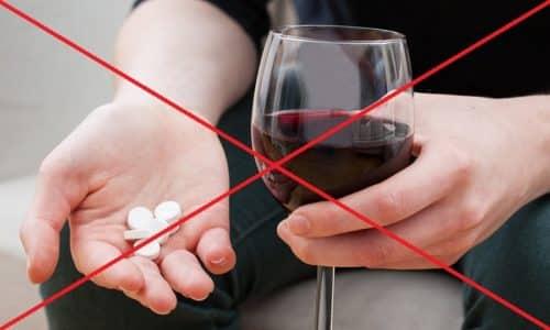 Препарат запрещено принимать со спиртными напитками. Их взаимодействие приводит к развитию антабусподобного синдрома