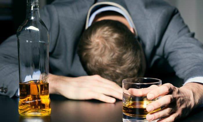 Препарат прописывается для лечения пристрастия к алкогольным напиткам