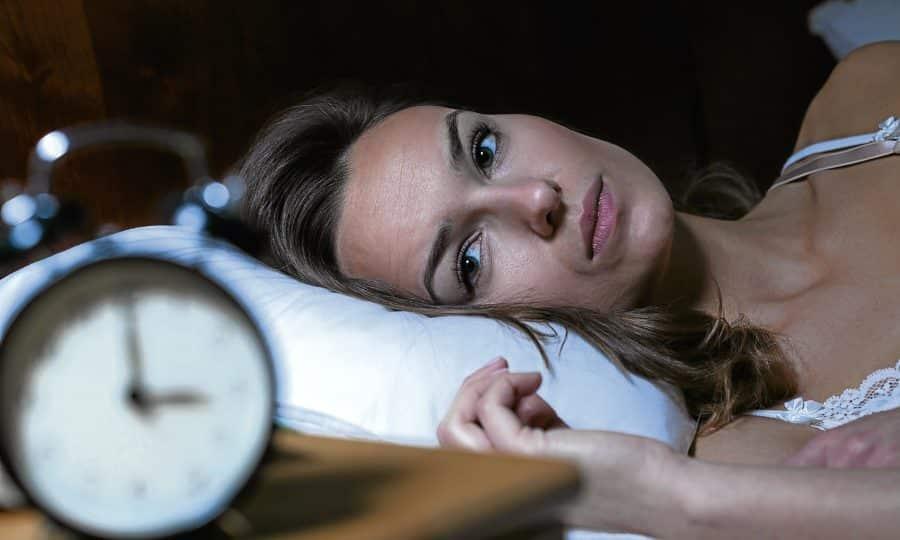 У больных, страдающих бессонницей и тревожными состояниями, Гидроксизин снижает психомоторное возбуждение, повышает длительность и качество сна