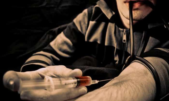 При абстинентном синдроме (ломка) у наркозависимых пациентов используют хлордиазепоксид