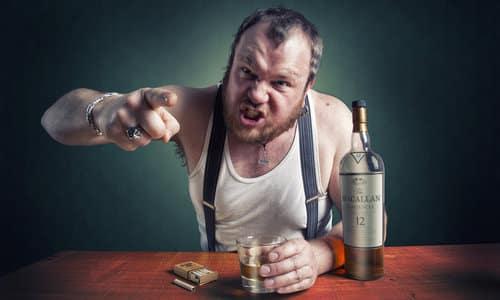 Если пациент узнает о лечении без его ведома, то это грозит озлоблением на родственников и еще большим пьянством