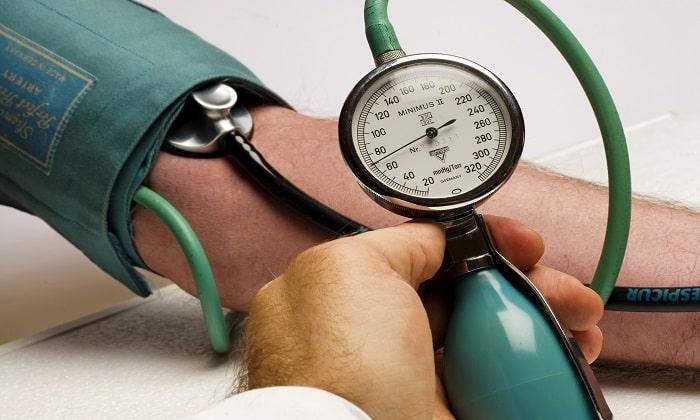 Побочным эффектом приема препарат является резкое скачки артериального давления