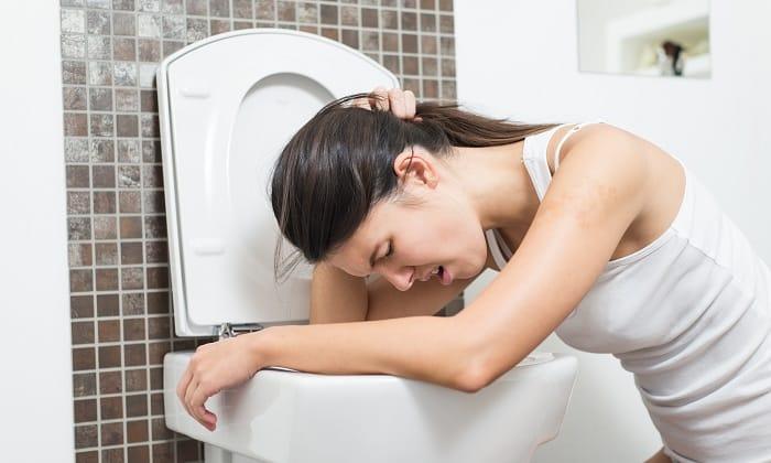 Возможно развитие побочных явлений, таких как расстройство стула, рвота, тошнота, сухость во рту, появление панкреатита, боли в эпигастральной области