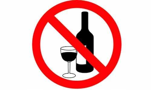 Нельзя совмещать прием кардиопрепарата и употребление алкоголя
