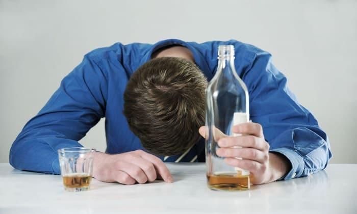 Лекарственный медикамент применяется при лечении пациентов, страдающих алкогольной или наркотической зависимостью