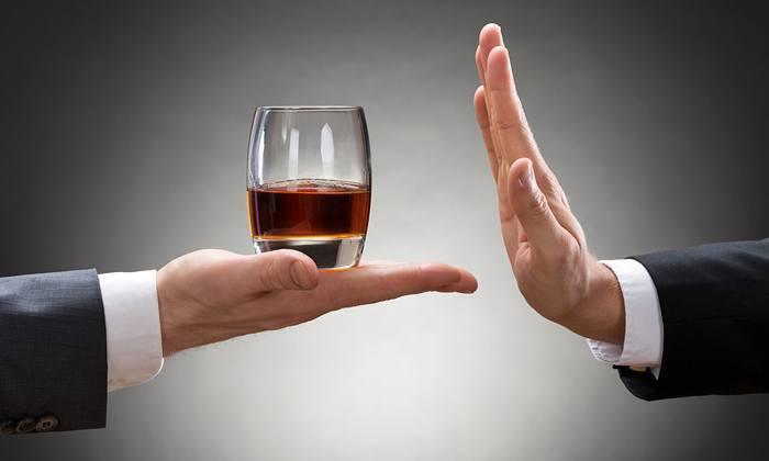 Любые лекарственные препараты не рекомендуется совмещать с алкогольными напитками