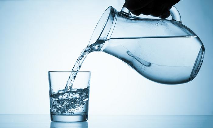 Раствор для инъекции разбавляется водой и употребляется вечером перед сном в количестве от 10 до 20 мл на стакан воды