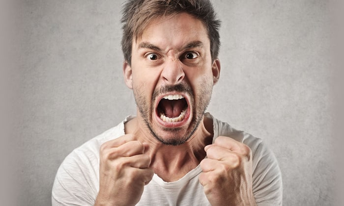Препарат применяют от расстройств личности, обусловленные неконтролируемой агрессией