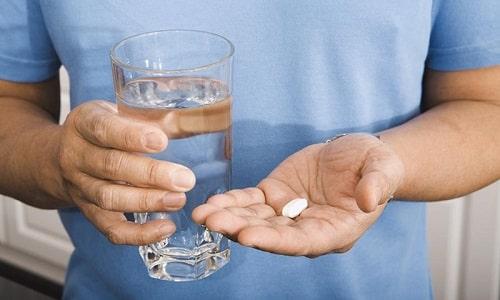 Таблетки принимаются перорально, во время или после приема пищи, запиваются достаточным количеством воды