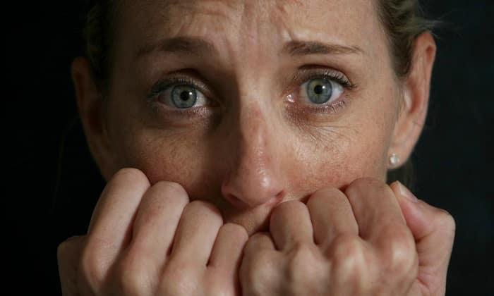 Повышенная тревожность, частые приступы страха, панические атаки и различные фобии - показания к применению препарата
