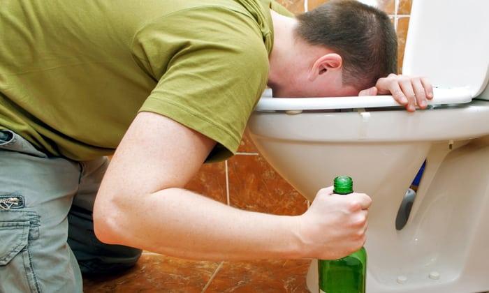 Алкогольная интоксикация является показанием к лечению