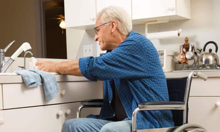 Пожилым пациентам с ослабленным иммунитетом назначают 1 г в день в течение 3 недель