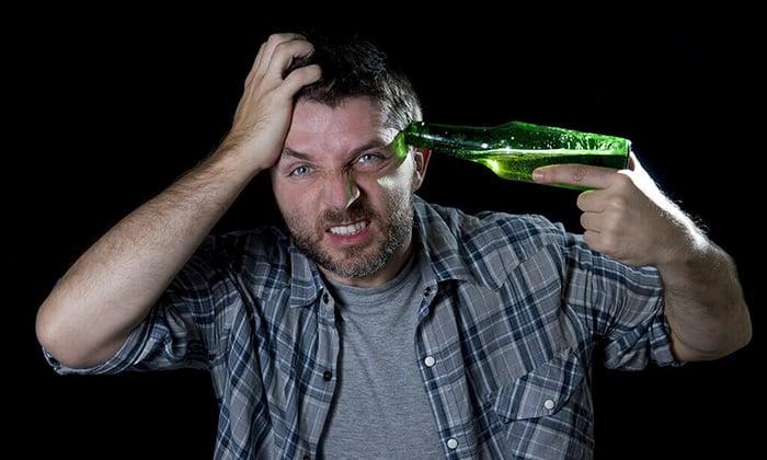 Препарат назначается при абстинентном синдроме при злоупотреблении алкоголем
