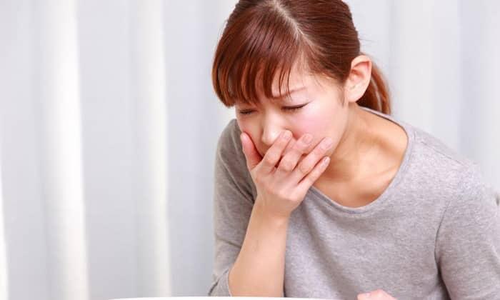 При передозировке лекарства возникает тошнота, рвота