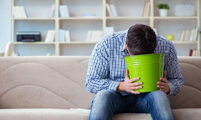 При использовании лекарства можно столкнуться с такими отрицательными проявлениями, как тошнота и рвота
