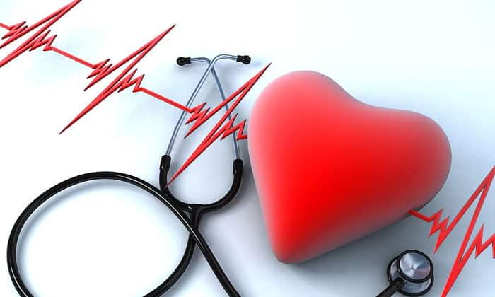 Показанием для одновременного лечения препаратами является хроническое течение болезней сердца
