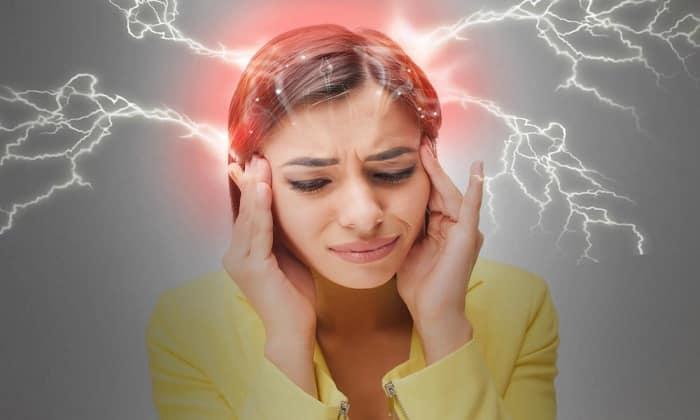 От приема Метронидазола может возникнуть побочное явление в виде мигрени