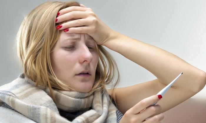 От приема Метронидазола может возникнуть побочное явление в виде аллергической лихорадки
